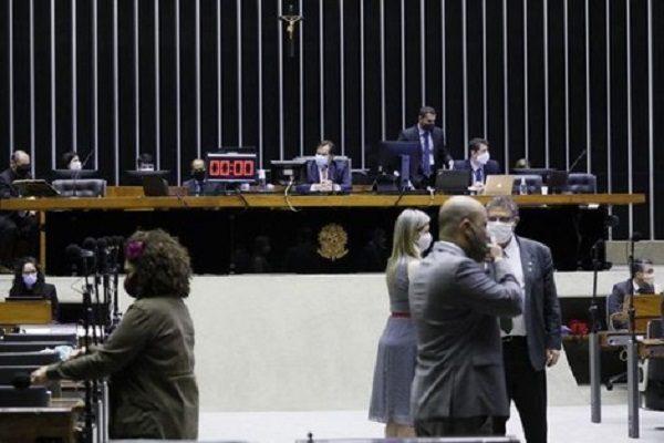 Câmara aprova MP 936 que permite redução de jornada e salário, mas governo impede mudança na base de cálculo