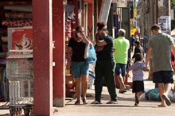 Brasil registra novo recorde de casos de covid-19 e se torna quarto no mundo em mortes