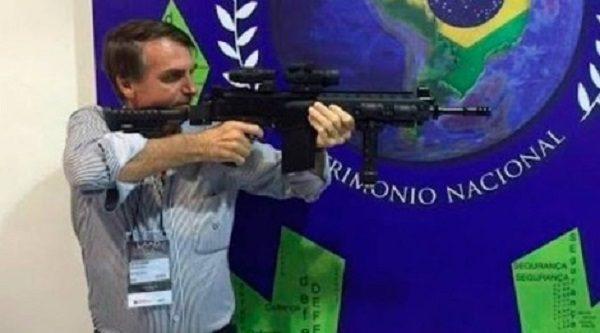 72% dos brasileiros rejeitam proposta de Bolsonaro de armar a população contra governadores e prefeitos