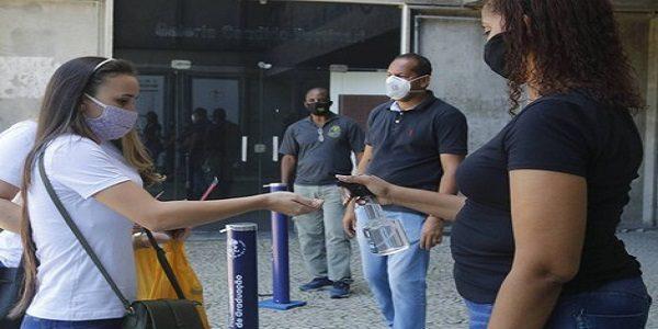 Em meio à pandemia, Enem tem abstenção recorde de 51,5% e candidatos barrados