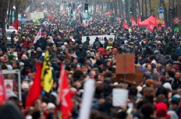 Na França, trabalhadores entram no 5º dia de greve contra a reforma da Previdência