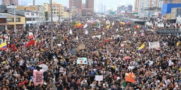 Greve na Colômbia avança contra bárbárie neoliberal e necropolítica do governo Duque