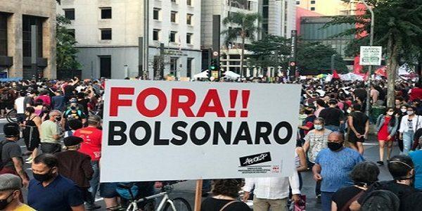 Bolsonaro mente em pronunciamento e população responde com panelaço pelo país